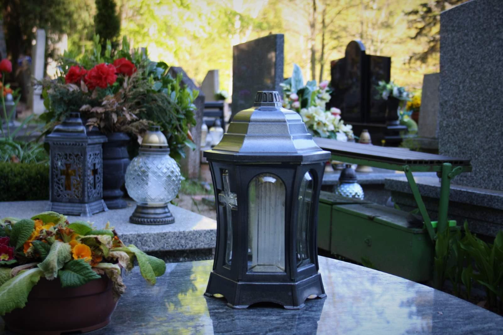 Po Jakim Czasie Od Pogrzebu Mozna Uprzatnac Kwiaty Mementum